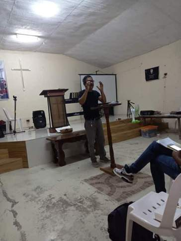 """Pastor Eric """"Boyet"""" Antonio leading an IMI class in Camiling, Tarlac Province, Philippines."""