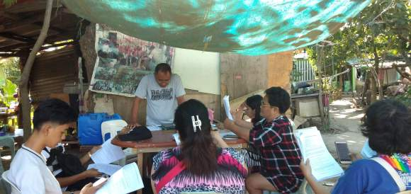 Pastor Rommel Quinones leading an IMI class in Cabuyao, Laguna Province, Philippines.